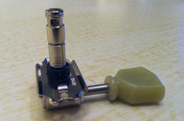Gotoh Magnum Lock Kluson-style tuner detail